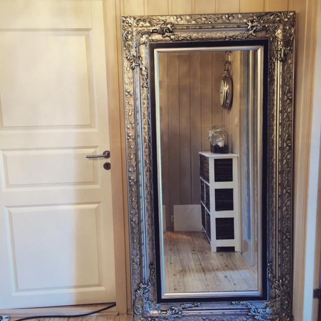 Jepp, endelig er det på plass, mitt favoritt speil som jeg har ...